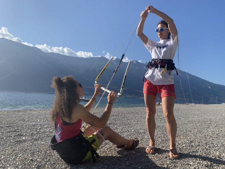 anfanger kitesurf kurz mit Wind Riders am Gardasee