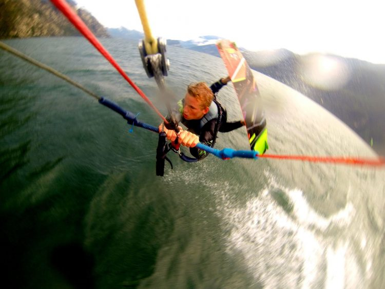 Unhooked kitesurf tricks with Kiteschool Wind Riders