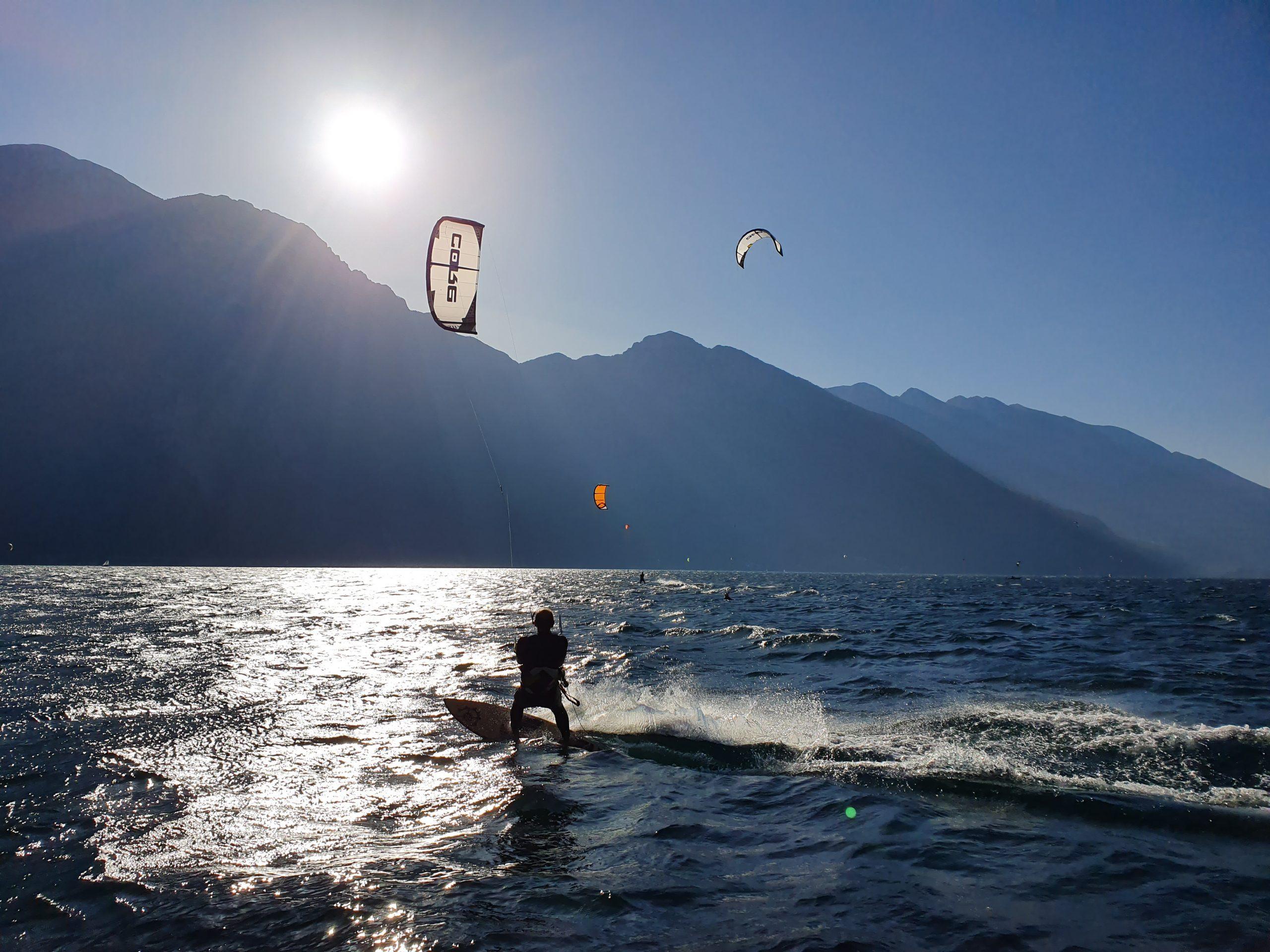 scuola di kitesurf Wind Riders sul Lago di Garda