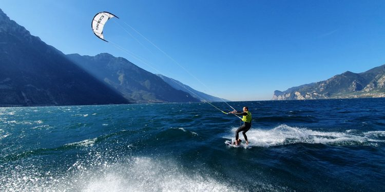 Kitesurfing on lake Garda with Wind Riders